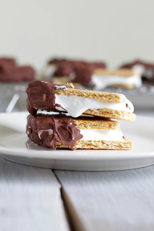 Frozen Smores Recipe -- A classic summer treat made with only three ingredients, and no campfire required! The best of both desserts! | @sinfulnutrition | #sinfulnutrition | #dessert | #summer | #smores | #sweet | #chocolate | #summerdessert | #campfire