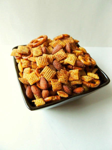 AD | This Homemade Gluten Free Chex Mix Recipe is a seriously addicting party snack that is perfect for your game day spread. Love the smokey and salty combo! | @sinfulnutrition | #sinfulnutrition | #bluediamond | #glutenfree | #snack | #appetizer | #gameday | #football | #chexmix