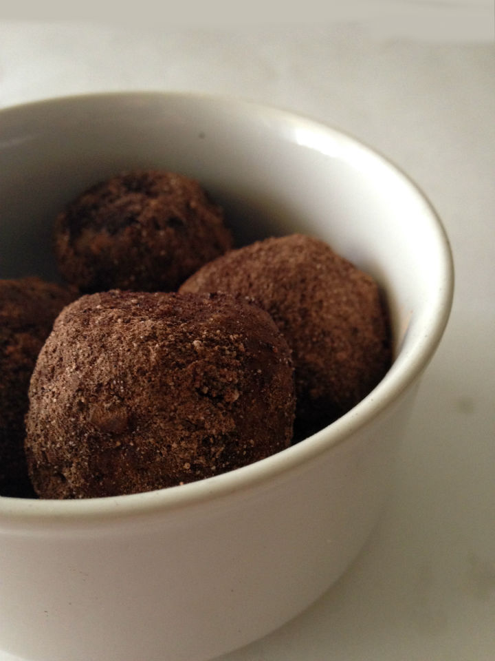 No-bake, and only 4 ingredients makes these vegan mocha protein bites the perfect pick-me-up snack.