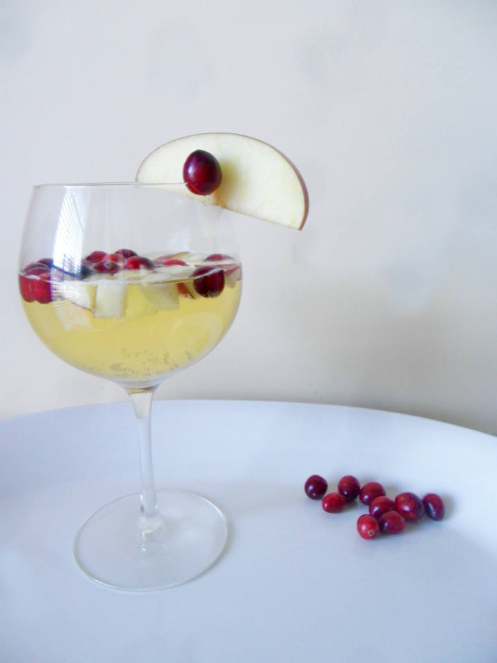 This Cranberry Apple Sangria recipe is a delicious cocktail made with white wine, fresh fruit, and apple cider. Perfect for Thanksgiving or any fall celebration! | @sinfulnutrition | #sinfulnutrition | #fallsangria | #applesangria | #ThanksgivingCocktails | #FallCocktails