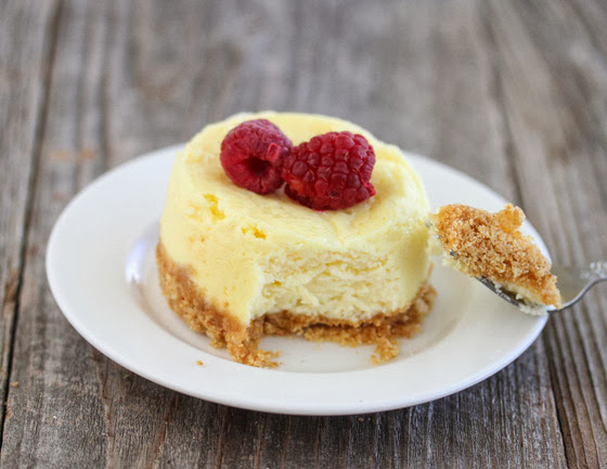 10 Minute Microwave Cheesecake - Kirbie's Cravings & 13 other single-serve recipes to #treatyoself with!