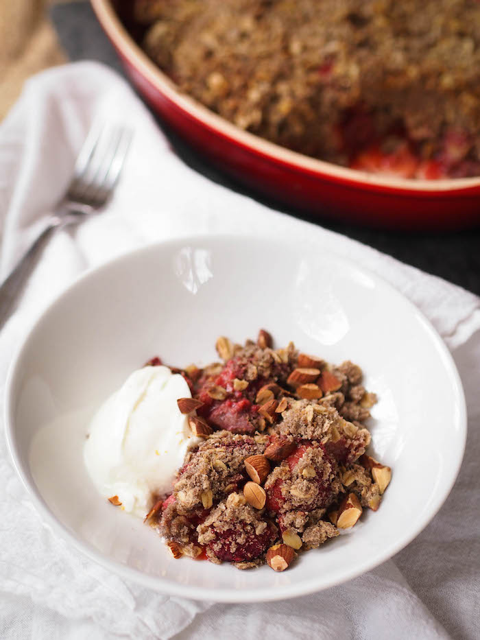 Strawberry Rhubarb Breakfast Crisp