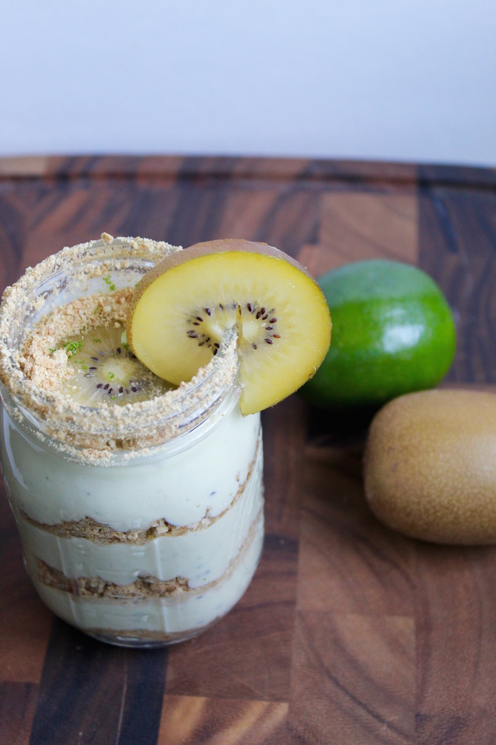 Kiwi Lime Pie In a Jar -- An easy no-bake dessert recipe that's the perfect balance between sweet and tart. No refined sugar added! #thereciperedux #ad @sinfulnutrition