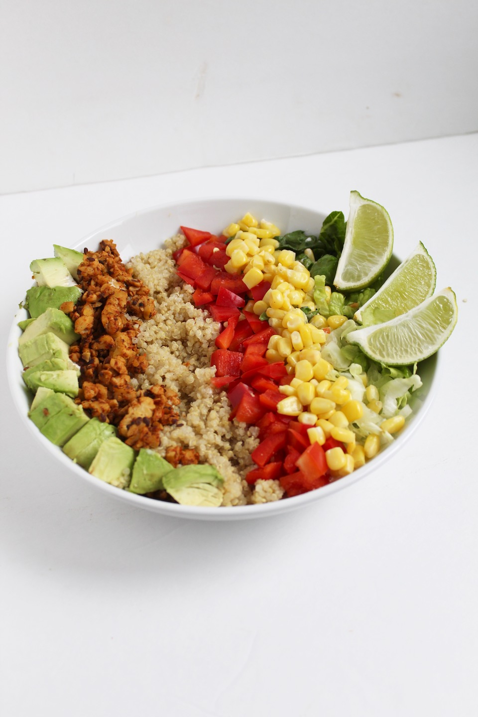 Vegan Tempeh Taco Bowl -- A protein-packed recipe made with quinoa, seasoned tempeh, and tons of veggies. Healthier (and cheaper) than takeout for lunch or dinner! | @sinfulnutrition #glutenfree