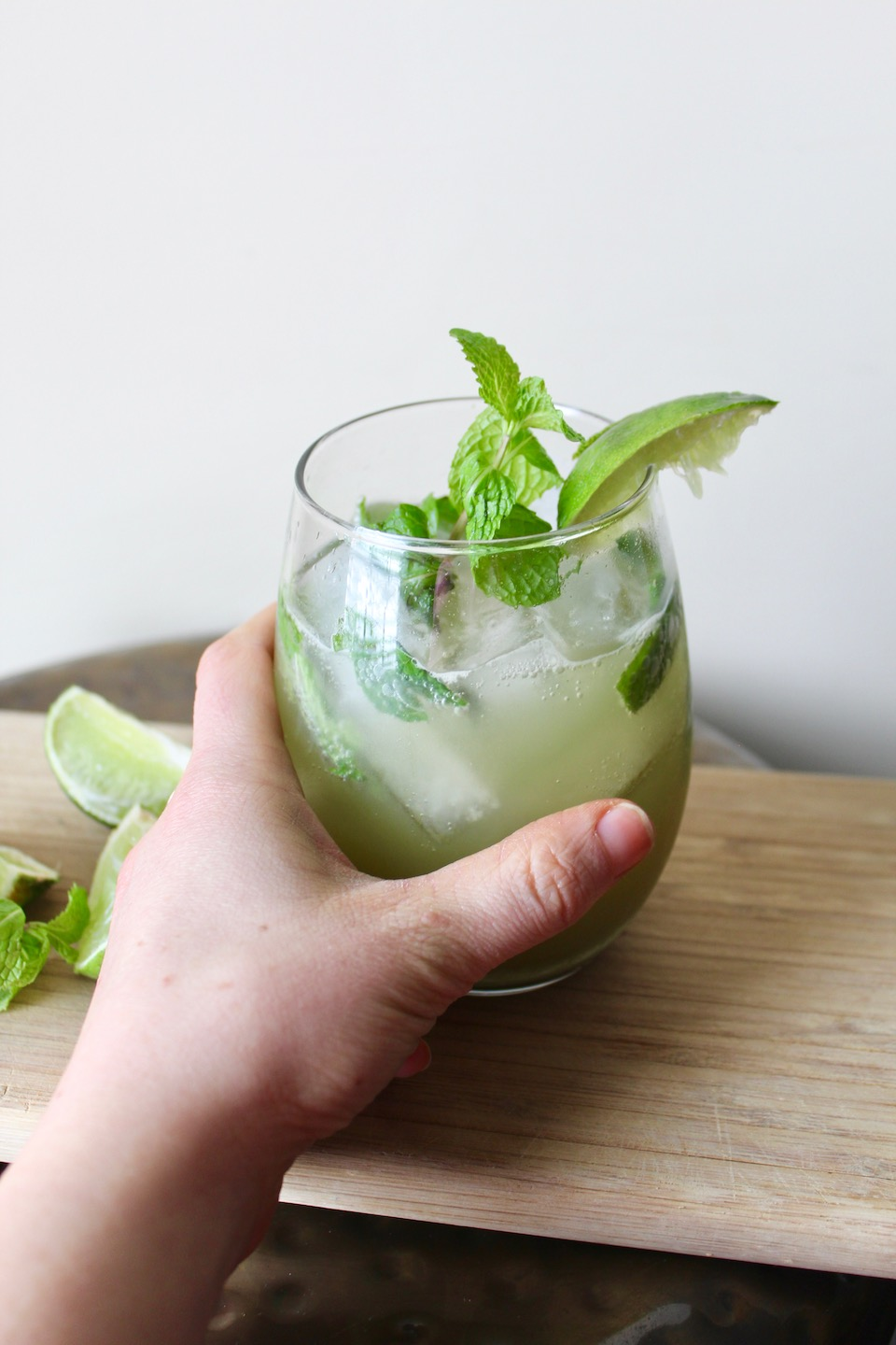 Matcha Green Tea Mojito -- A fresh drink recipe just in time for the warm weather! So light and refreshing! | @sinfulnutrition