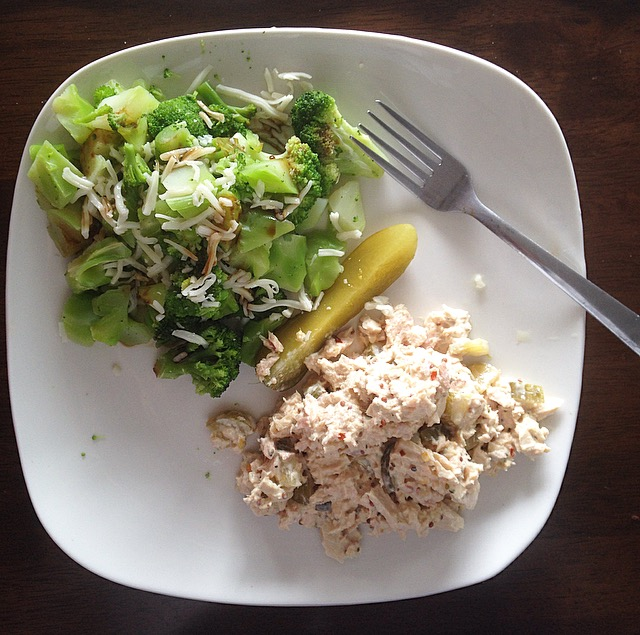 Broccoli with tuna salad