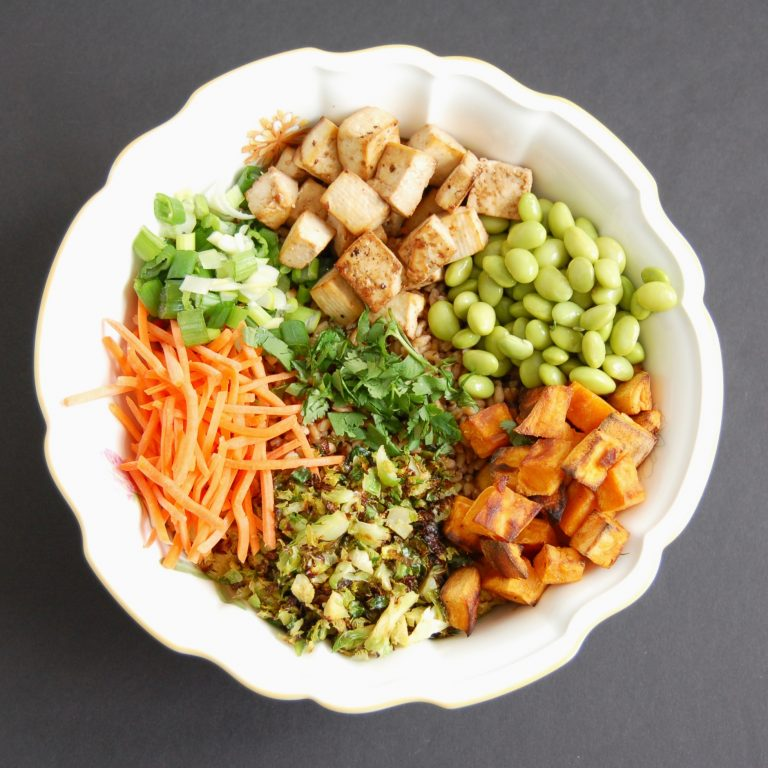 Farro Buddha Bowl with Crispy Baked Tofu | Nutritioulicious
