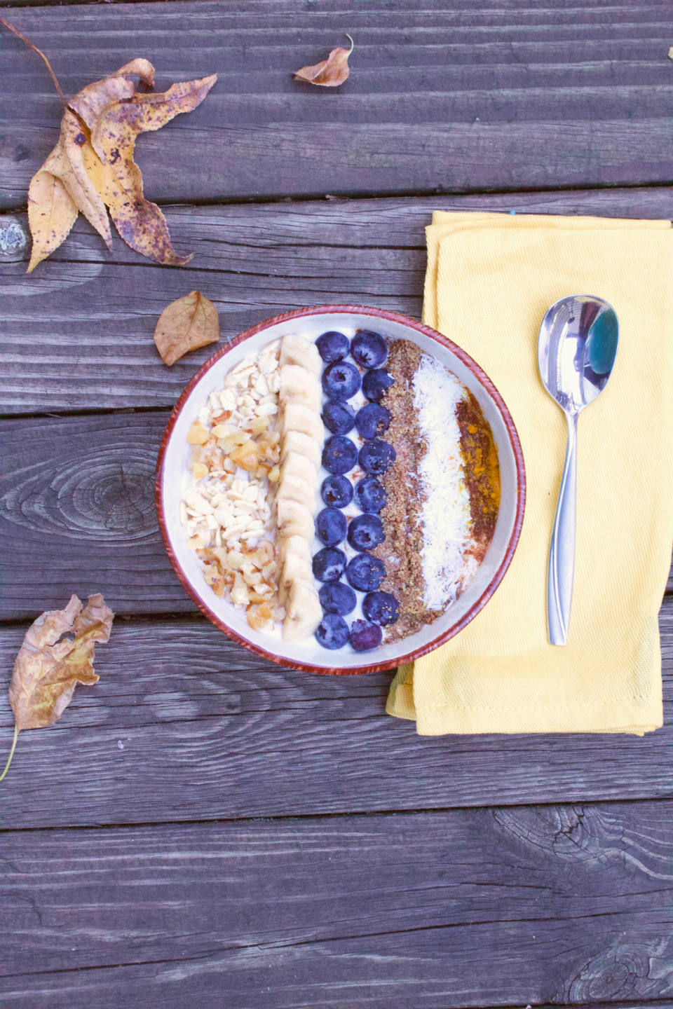A gut-healthy #yogurt bowl #recipe that makes for a satisfying #breakfast or #snack! | @sinfulnutrition