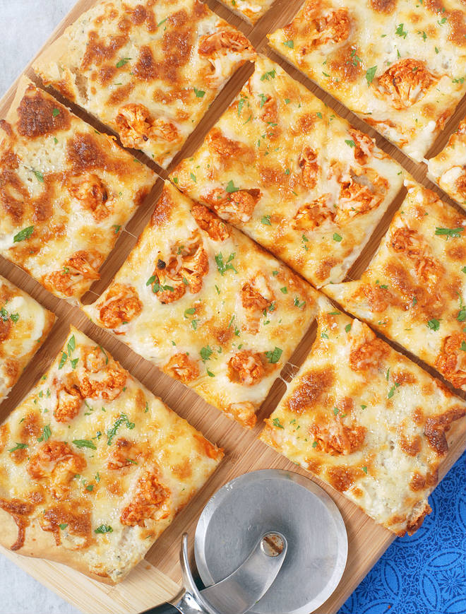 Buffalo Blue Cheese Pizza by Allison's Allspice + other Buffalo-Inspired Eats (that aren't chicken wings) | @sinfulnutrition | #gameday | #appetizers