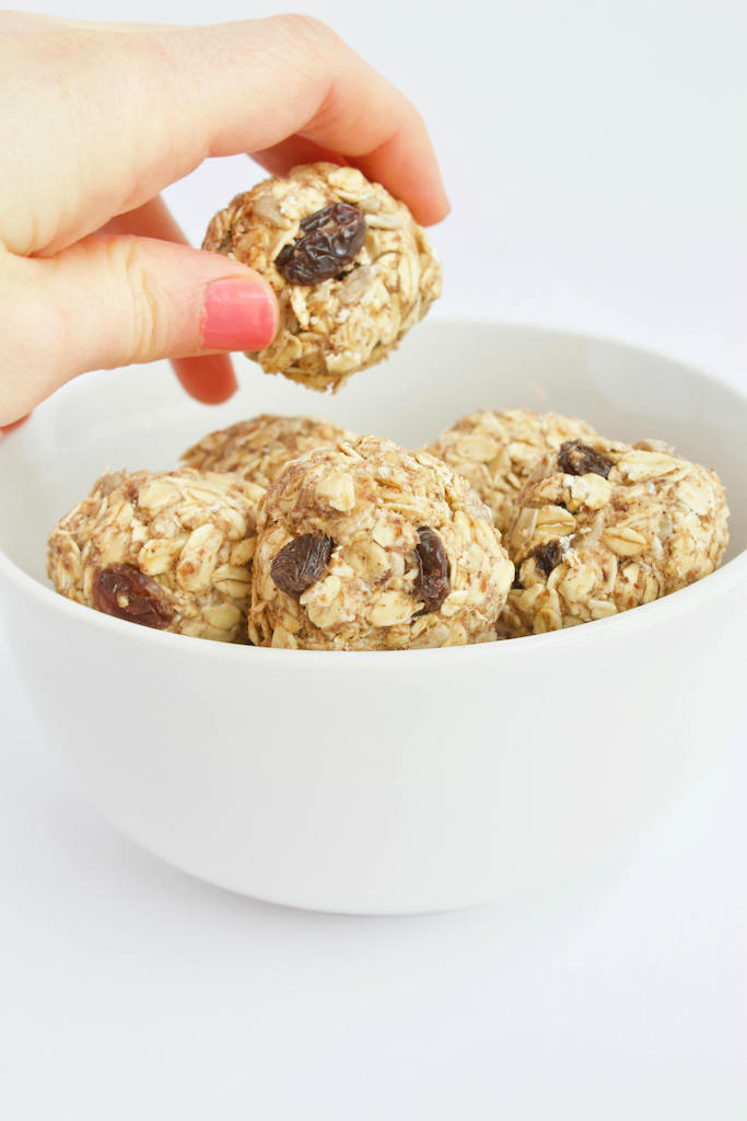 Super Easy No Bake Energy Bites -- The perfect on the go snack recipe made with a few simple ingredients, and no sugar added! | @sinfulnutrition | #vegan | #vegetarian | #glutenfree | #snack | #energybite | #energyball | #nosugar