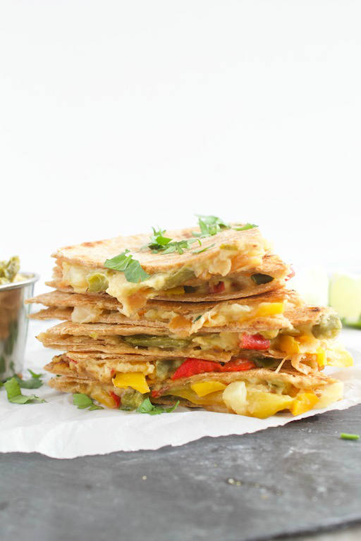 This #vegan quesadilla #recipe made with jalapeno @sabra #hummus, crushed pineapple, and fresh cilantro makes for a #healthy lunch or dinner that takes minutes to make! | @sinfulnutrition | #Quesadilla | #vegetarian | #meatless | #plantprotein | #platnbased | #lunch | #dinner |
