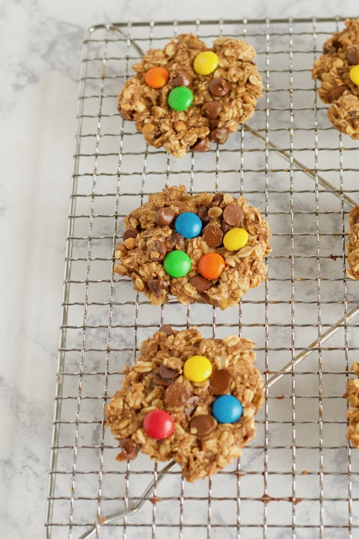 This Healthy Monster Cookie recipe takes just 8 ingredients to make, with no added flour, sugar, or oils!   @sinfulnutrition   #sinfulnutrition   #flourlesscookies   #healthycookies   #cookierecipe   #healthydesserts