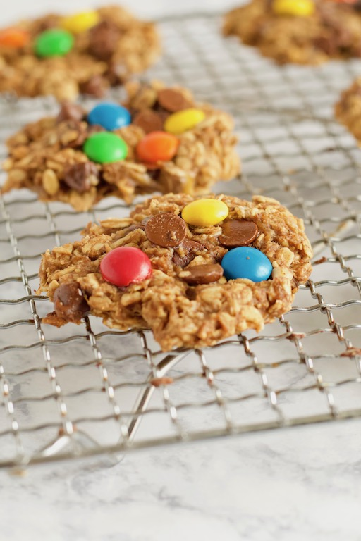 This Healthy Monster Cookie recipe takes just 8 ingredients to make, with no added flour, sugar, or oils! | @sinfulnutrition | #sinfulnutrition | #flourlesscookies | #healthycookies | #cookierecipe | #healthydesserts