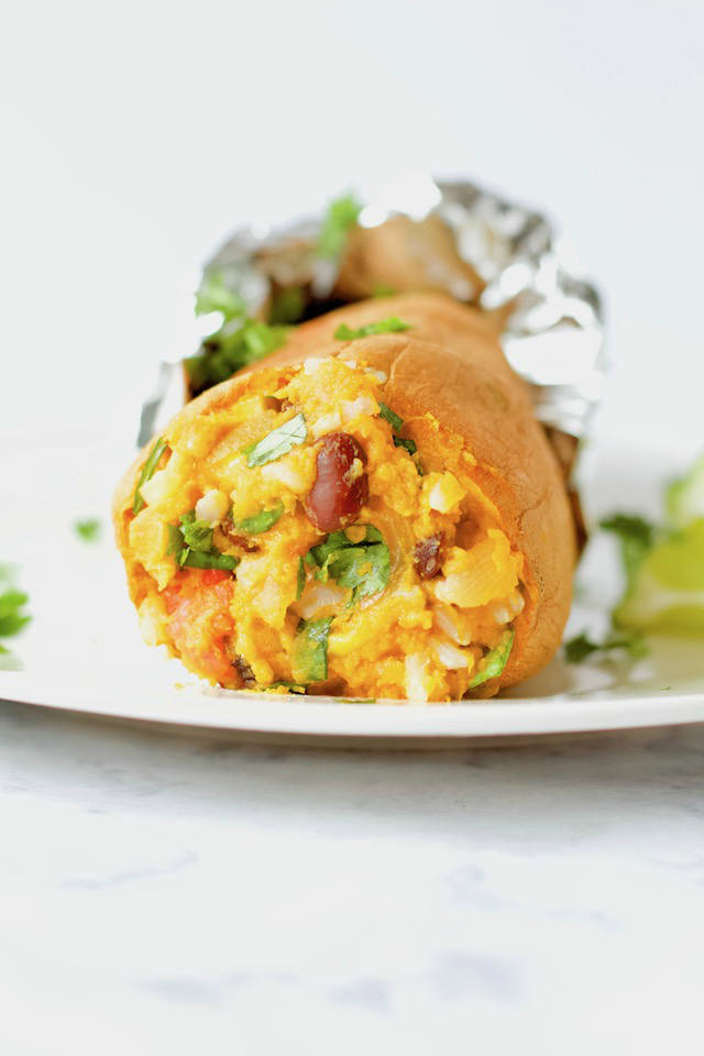 This sweet potato and black bean burrito uses the sweet potato skin instead of a tortilla for an easy, vegan & gluten-free meal packed full of flavor   @sinfulnutrition #sinfulnutrition #veganburrito #blackbeanburrito #glutenfreeburrito